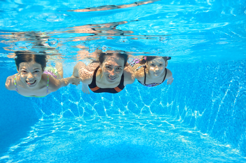 Children under water in swimming pool